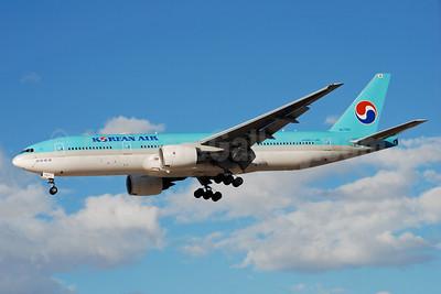 Korean Air Boeing 777-2B5 ER HL7743 (msn 34208) LAS (Bruce Drum). Image: 100337.
