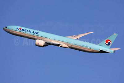 Korean Air Boeing 777-3B5 ER HL8274 (msn 41998) LHR (SPA). Image: 928032.