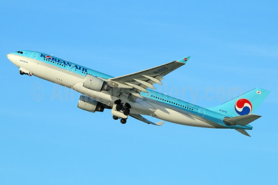 Korean Air Airbus A330-223 HL8276 (msn 1393) LAX (Michael B. Ing). Image: 932514.
