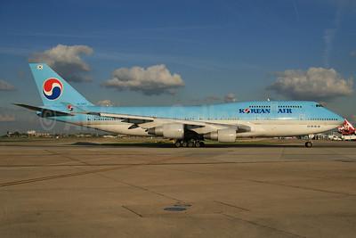 Korean Air Boeing 747-4B5 HL7483 (msn 25275) LHR. Image: 924615.