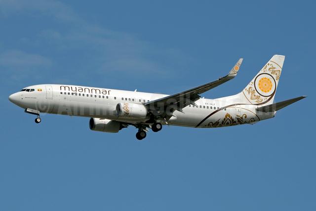 Myanmar National Airlines Boeing 737-86N WL XY-ALF (msn 43411) BKK (Jay Selman). Image: 403106.