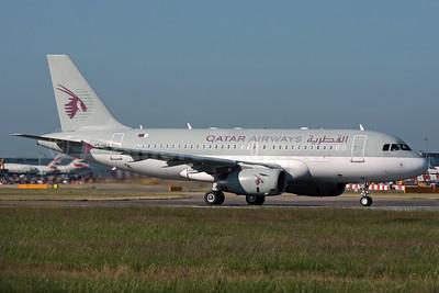 Qatar Airways Airbus A319-133 (ACJ) A7-HHJ (msn 1335) LHR (Antony J. Best). Image: 902196.