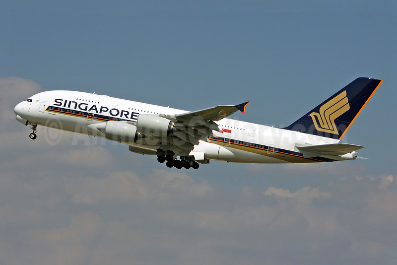 Singapore Airlines Airbus A380-841 9V-SKE (msn 010) LHR (Keith Burton). Image: 900512.