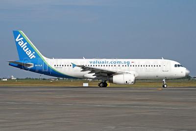 Valuair Airbus A320-232 9V-VLB (msn 2164) SUB (Michael B. Ing). Image: 926635.