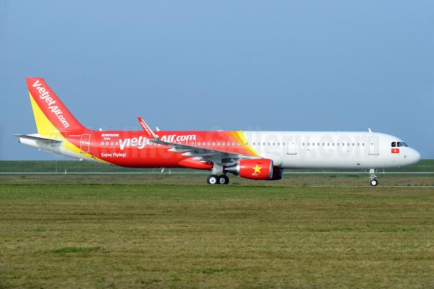 VietJetAir (VietJetAir.com) Airbus A321-211 WL D-AVXK (VN-A665) (msn 6852) XFW (Gerd Beilfuss). Image: 929925.