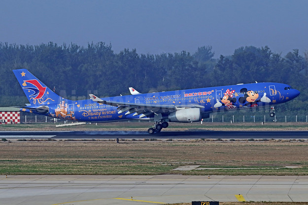 "China Eastern's 2016 ""Shanghai Disney Resort"" promotional special livery"