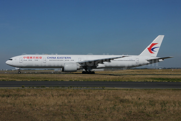 China Eastern Airlines Boeing 777-39P ER B-2005 (msn 43271) CDG (Karl Cornil). Image: 943004.