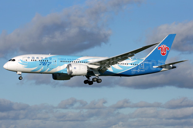 China Southern Airlines Boeing 787-8 Dreamliner B-2733 (msn 34927) LHR (Antony J. Best). Image: 921994.