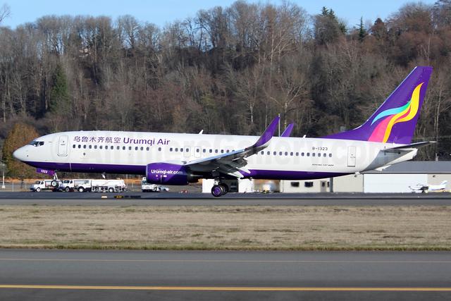 Urumqi Air Boeing 737-800 WL B-1323 (msn 60172) BFI (Joe G. Walker). Image: 940288.