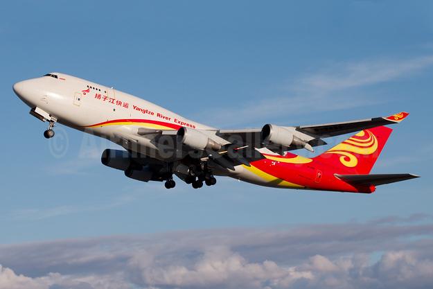 Yangtze River Express Boeing 747-481 (BCF) B-2432 (msn 28283) ANC (Bailey). Image: 931316.