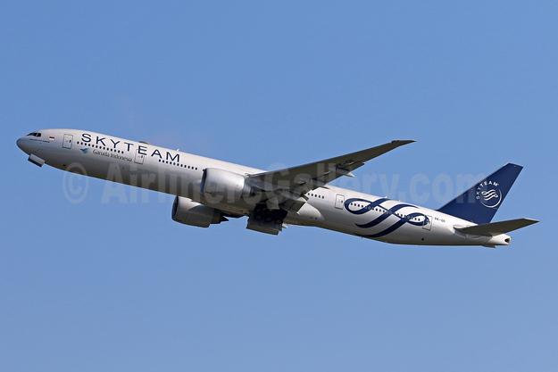 Garuda Indonesia Airways Boeing 777-3U3 ER PK-GII (msn 29145) (SkyTeam) DPS (Pascal Simon). Image: 945220.