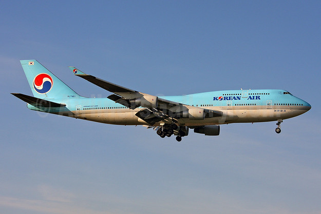 Korean Air Boeing 747-4B5 HL7461 (msn 26405) LHR (Keith Burton). Image: 901570.