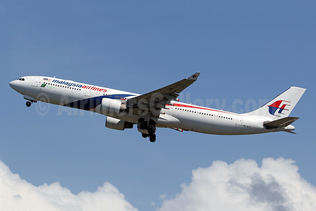 Malaysia Airlines Airbus A330-323 9M-MTF (msn 1281) DPS (Pascal Simon). Image: 942670.