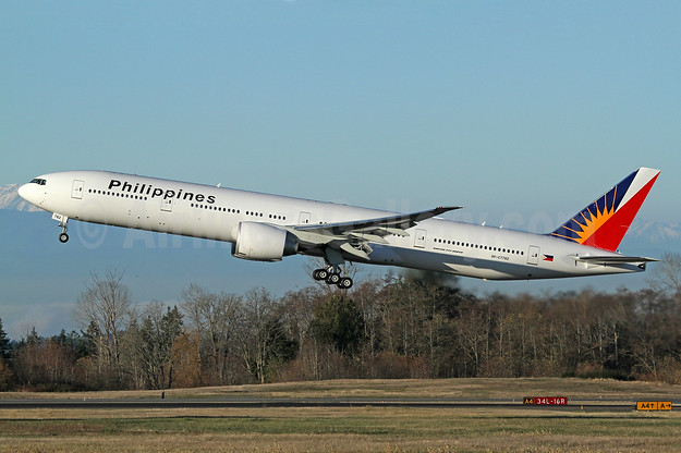 Philippines (Philippine Airlines) Boeing 777-300 ER RP-C7782 (msn 61735) PAE (Nick Dean). Image: 940282.