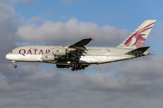 Qatar Airways Airbus A380-861 A7-APA (msn 137) LHR (Rob Skinkis). Image: 925281.