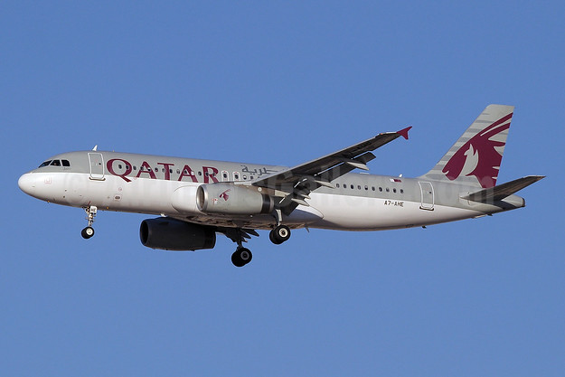 Qatar Airways Airbus A320-232 A7-AHE (msn 4479) DXB (Paul Denton). Image: 911707.