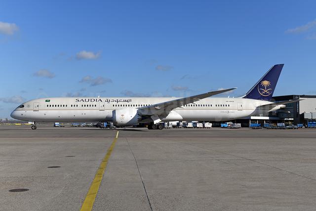 Saudia (Saudi Arabian Airlines) Boeing 787-10 Dreamliner HZ-AR28 (msn 40054) AMS (Ton Jochems). Image: 952998.
