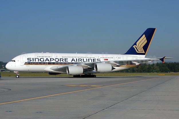 Singapore Airlines Airbus A380-841 9V-SKR (msn 082) ZRH (Rolf Wallner). Image: 908399.