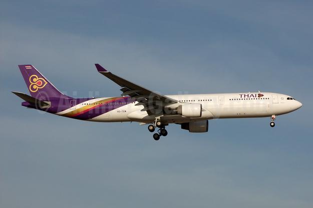 Thai Airways International Airbus A330-322 HS-TEM (msn 346) BKK (Jay Selman). Image: 404104.