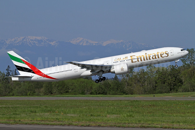 Emirates Airline Boeing 777-300 ER A6-EQK (msn 42359) PAE (Nick Dean). Image: 941792.