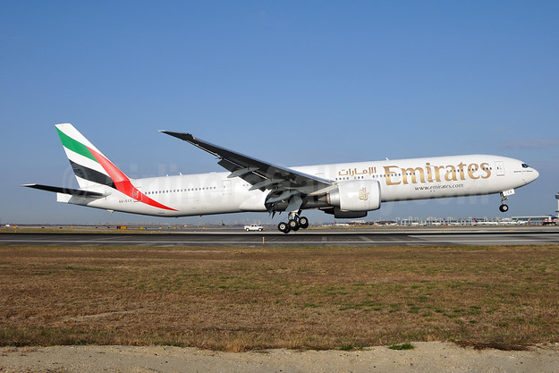 Emirates Airline Boeing 777-31H ER A6-ECV (msn 35594) JFK (Ken Petersen). Image: 921495.