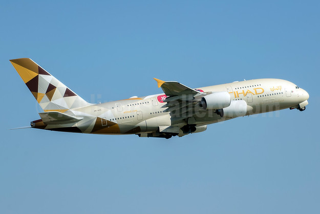 Etihad Airways Airbus A380-861 A6-APE (msn 191) LHR (Rob Skinkis). Image: 943662.