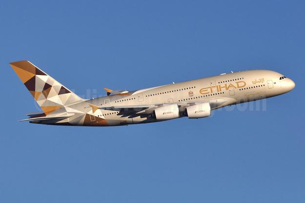 Etihad Airways Airbus A380-861 A6-APB (msn 170) LHR (Robbie Shaw). Image: 942380.