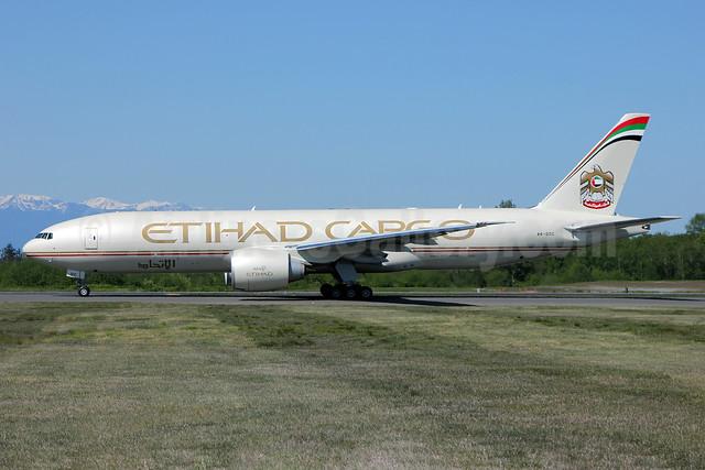 Etihad Airways Cargo (Etihad Airways) Boeing 777-FFX A6-DDC (msn 39691) PAE (Nick Dean). Image: 912002.