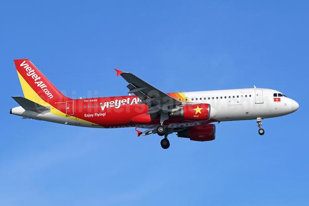 Vietjet Air (VietJetAir.com) Airbus A320-214 WL VN-A695 (msn 3646) SIN (Michael B. Ing). Image: 939266.