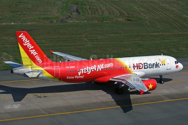 Vietjet Air (VietJetAir.com) Airbus A320-214 VN-A688 (msn 2712) (HD Bank) SGN (Rob Finlayson). Image: 925332.