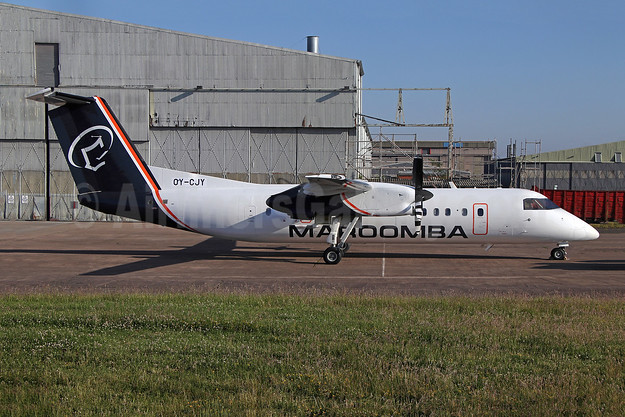 First DHC-8-300, introduces a new livery
