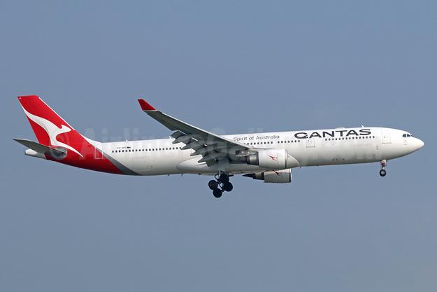 QANTAS Airways Airbus A330-303 VH-QPI (msn 705) BKK (Michael B. Ing). Image: 940574.