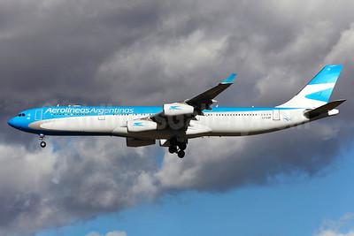 Aerolineas Argentinas Airbus A340-313 LV-CSF (msn 128) MAD (Greenwing). Image: 929132.