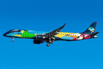"""Azul's """"Verao Azul"""" logo jet"""