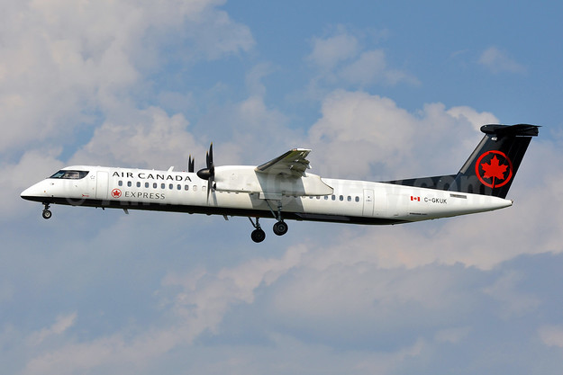 Air Canada Express-Jazz Aviation Bombardier DHC-8-402 (Q400) C-GKUK (msn 4369) BWI (Tony Storck). Image: 943463.