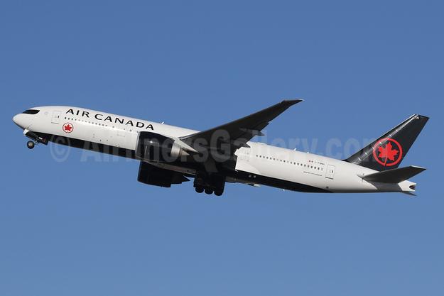 Air Canada Boeing 777-233 LR C-FNNH (msn 35247) LHR (SPA). Image: 940946.