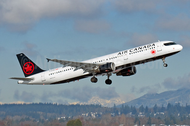 Air Canada updates its schedule for May in response to