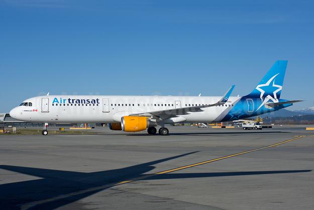 Air Transat Airbus A321-211 WL C-FTXU (msn 6114) YVR (Rob Rindt). Image: 949238.