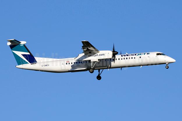 WestJet Encore Bombardier DHC-8-402 (Q400) C-GWEU (msn 4493) YYZ (Jay Selman). Image: 403935.