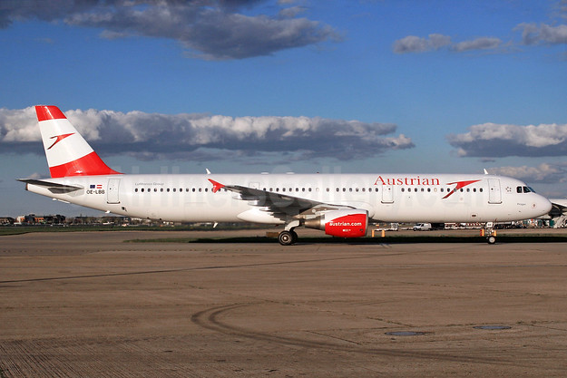 Austrian Airlines Airbus A321-111 OE-LBB  (msn 570) LHR (SPA). Image: 932508.
