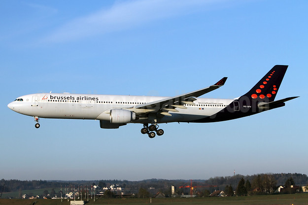 Brussels Airlines Airbus A330-322 OO-SFV (msn 095) ZRH (Andi Hiltl). Image: 932416.