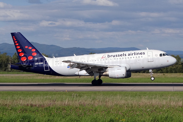 Brussels Airlines Airbus A319-112 OO-SSN (msn 1963) BSL (Paul Bannwarth). Image: 924119.