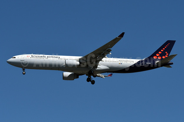 Brussels Airlines Airbus A330-322 OO-SFV (msn 095) JFK (Fred Freketic). Image: 945634.