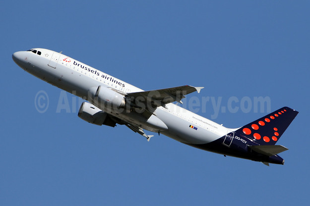 Brussels Airlines Airbus A320-214 OO-TCV (msn 1968) LHR (SPA). Image: 941759.