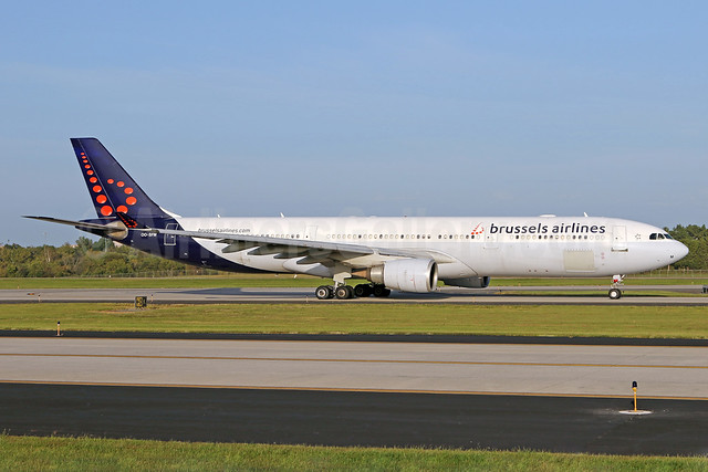 Brussels Airlines Airbus A330-301 OO-SFM (msn 030) IAD (Brian McDonough). Image: 939585.
