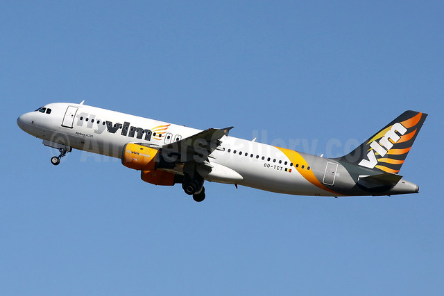 VLM Airlines Airbus A320-212 OO-TCT (msn 1402) (partial Thomas Cook colors) PMI (Javier Rodriguez). Image: 941793.