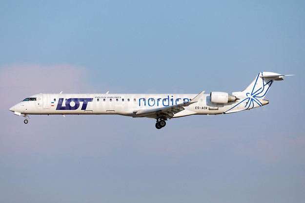 Nordica - LOT Polish Airlines Bombardier CRJ900 (CL-600-2D24) ES-ACK (msn 15211) ARN (Stefan Sjogren). Image: 941980.