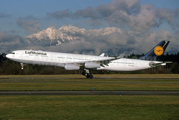 Lufthansa Airbus A340-313 D-AIFC (msn 379) YVR (Rob Rindt). Image: 925164.