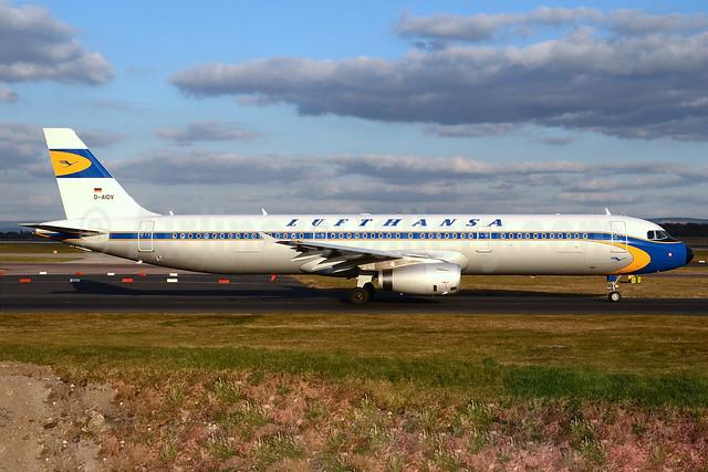 Lufthansa Airbus A321-231 D-AIDV (msn 5413) (1955 retrojet) MAN (Nik French). Image: 911605.