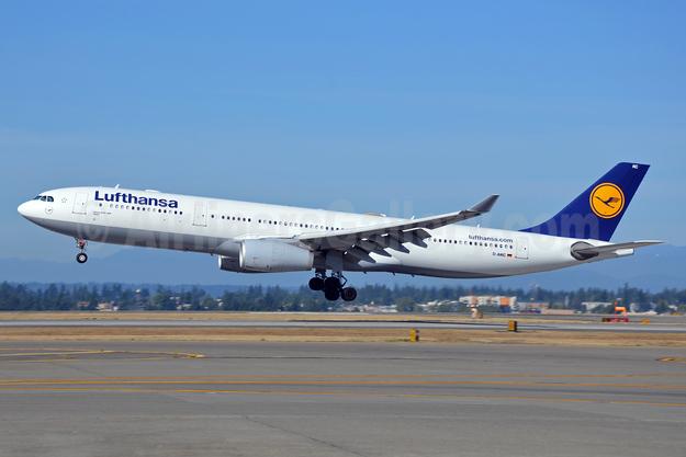 Lufthansa Airbus A330-343 D-AIKC (msn 579) SEA (Bruce Drum). Image: 102127.